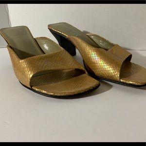 Franco Sarto 9 ladies Gold  iridescent shoes